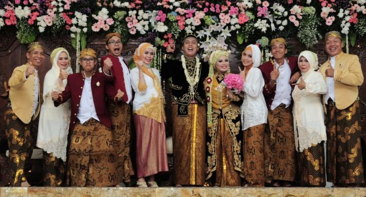 Pernikahan Adat Jawa Selly Dan Adit Di Yogyakarta: Tata Cara Dan Urutan Prosesi Pernikahan Adat Jawa Dengan